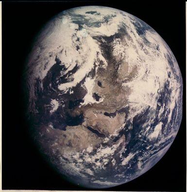 صورة من الفضاء لكوكبنا بتاريخ مميز